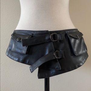 Bebe belt with pockets